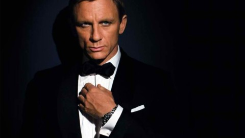 Daniel Craig looks good in a Tux